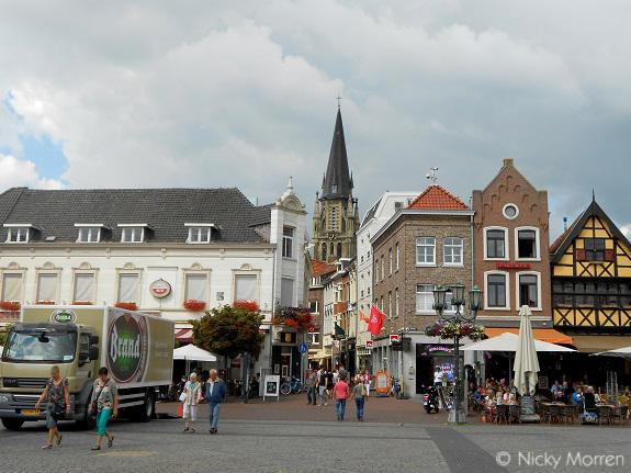 Sint-Petruskerk vanop de Markt, Sittard